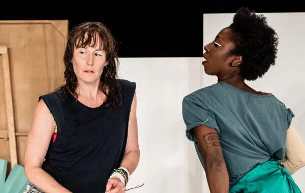 Biljettsläpp! Se dansföreställningen Promise land, exklusiva visningar mitt i utställningsrummet.